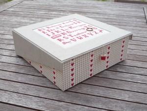 Boîte-abécédaire-de-brodeuse-1-500x380