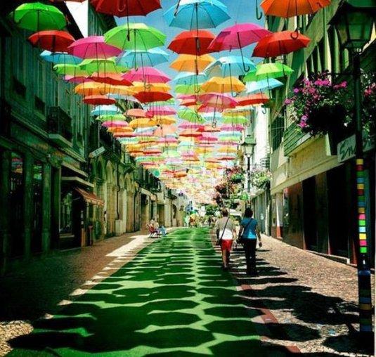 La rue aux parapluies