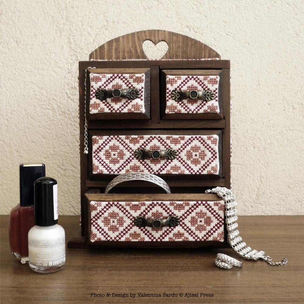 Jewelry box / cabinet